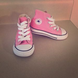 Size 6 toddler pink high top converse